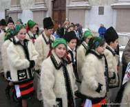 Picture of Traditional costumes. Taken 2005-12-27 in Sighet, Romania by traveler hendersons.